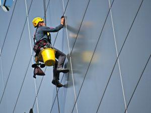 pracuj bezpieczniej - odbywaj regularnie szkolenia BHP