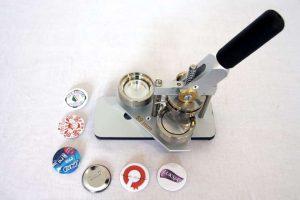 zaprojektuj wlasne przypinki i zlec ich produkcje